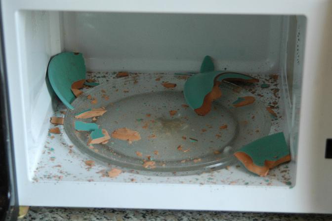 взрыв железной тарелки в микроволновке