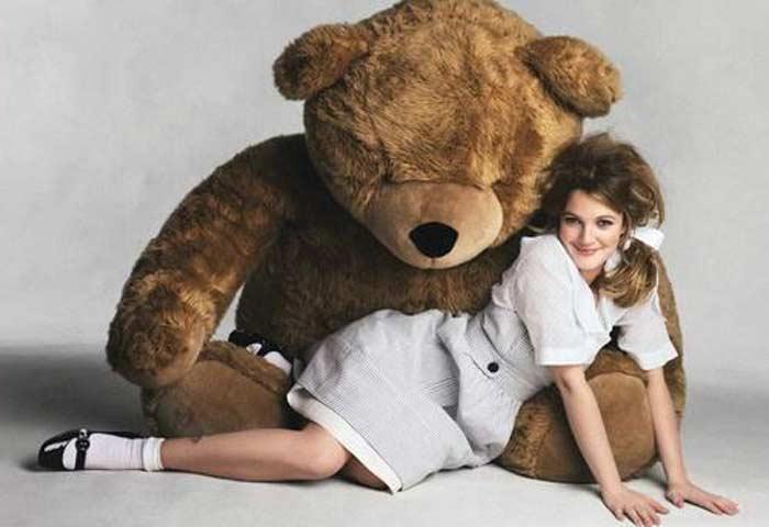 Девушка с медведями