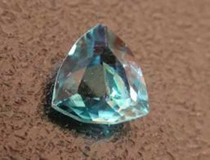 Грандидиерит — сине-зеленый прозрачный минерал с юга Мадагаскара