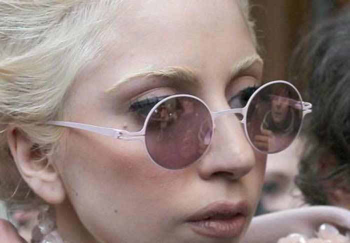 Леди Гага в очках