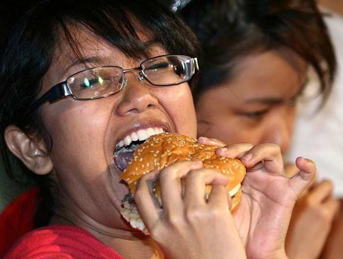 Конкурс поедания гамбургеров