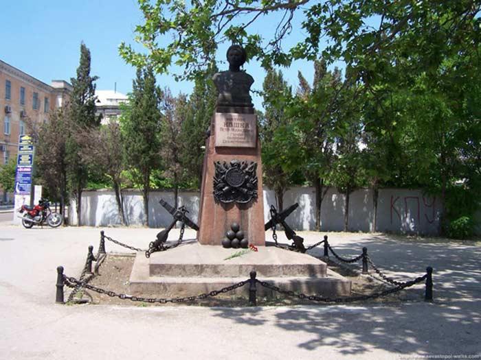 Памятник матросу Кошке Петру Марковичу - герою обороны Севастополя