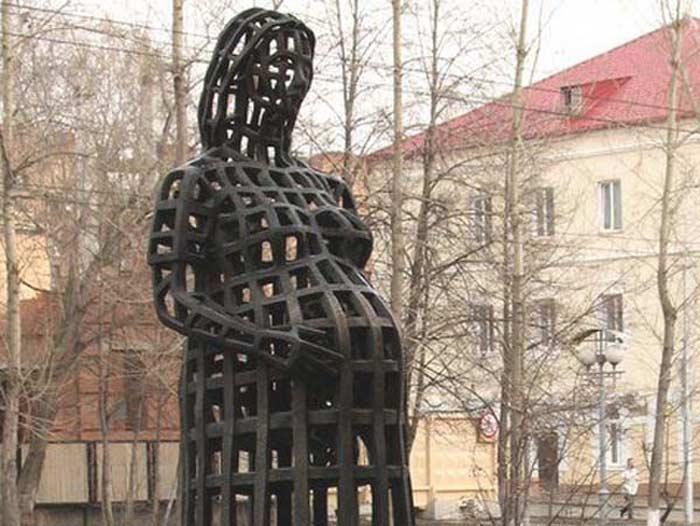 Скульптура «Беременная» в Томске
