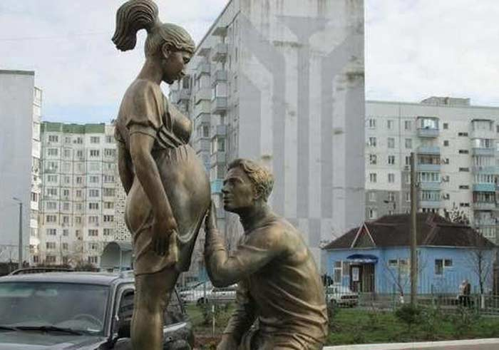 Скульптура «Трое» в Одессе