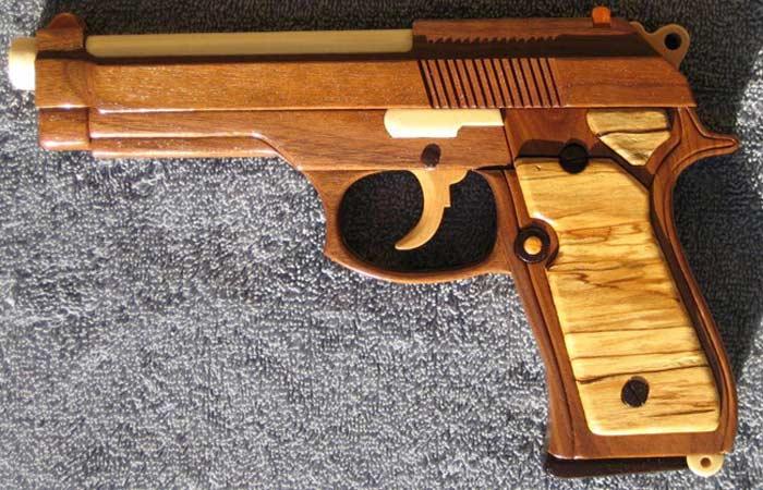 пистолет из дерева