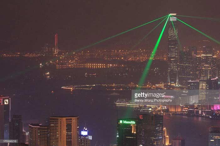 Крупнейшее лазерное шоу на одном здании