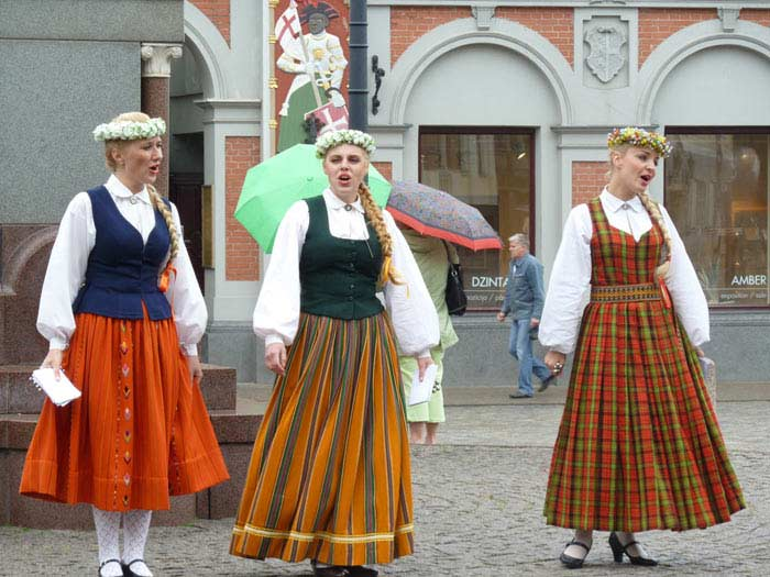 Латвия люди