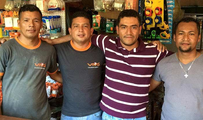 Сальвадор люди