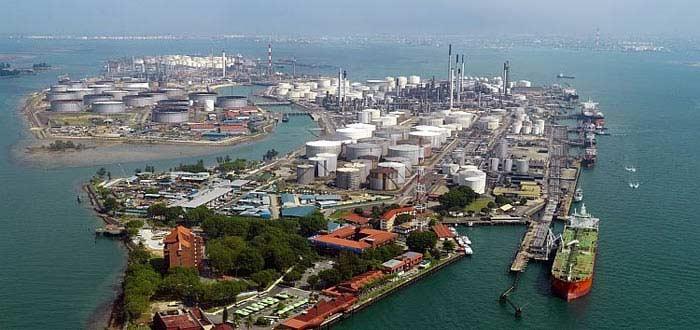 Нефтехранилище в Сингапуре