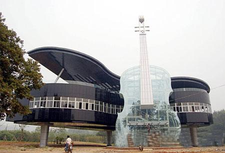 Дом - рояль со скрипкой в Китае