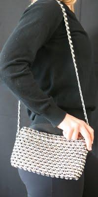Сумка из колечек от алюминиевых банок