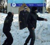 Янукович В.Ф. забросали яйцами