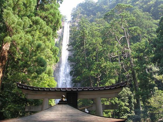 Водопад Начи