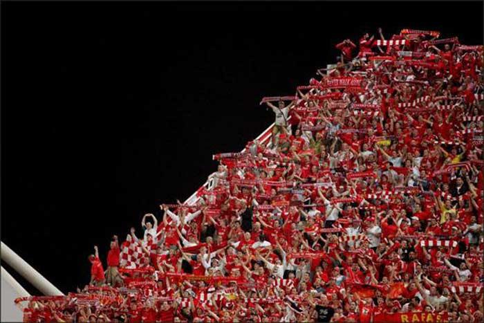 Болельщики «Ливерпуля» You'll never walk alone