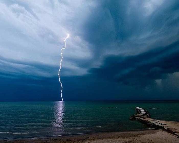 Божественное возмездие убило молнией