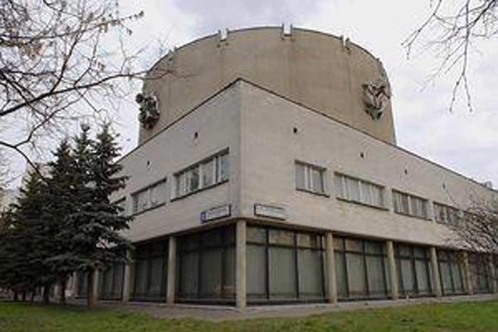 в Московском государственном училище циркового и эстрадного искусства