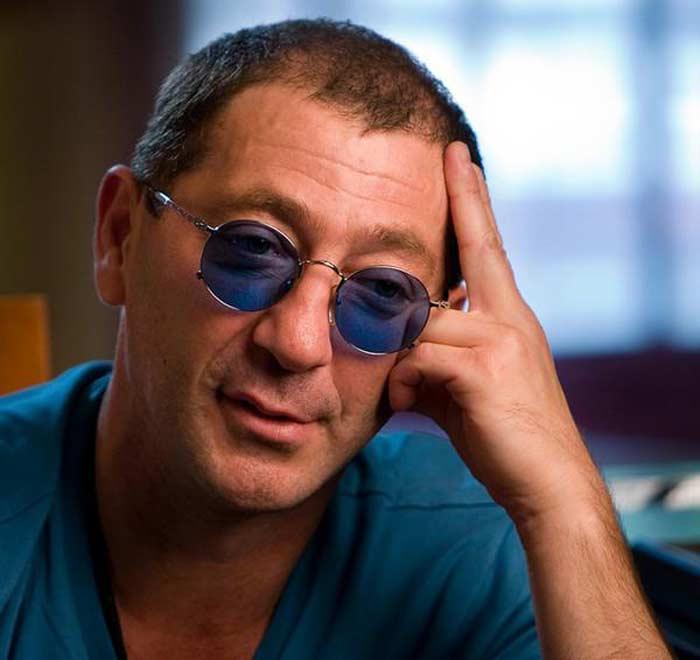 Григорий Лепс в очках