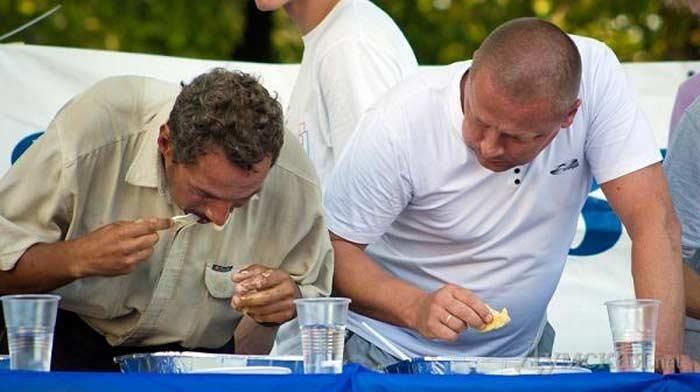 Конкурс поедания вареников