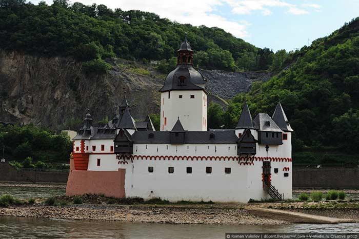 Остров на реке Рейн, Германия