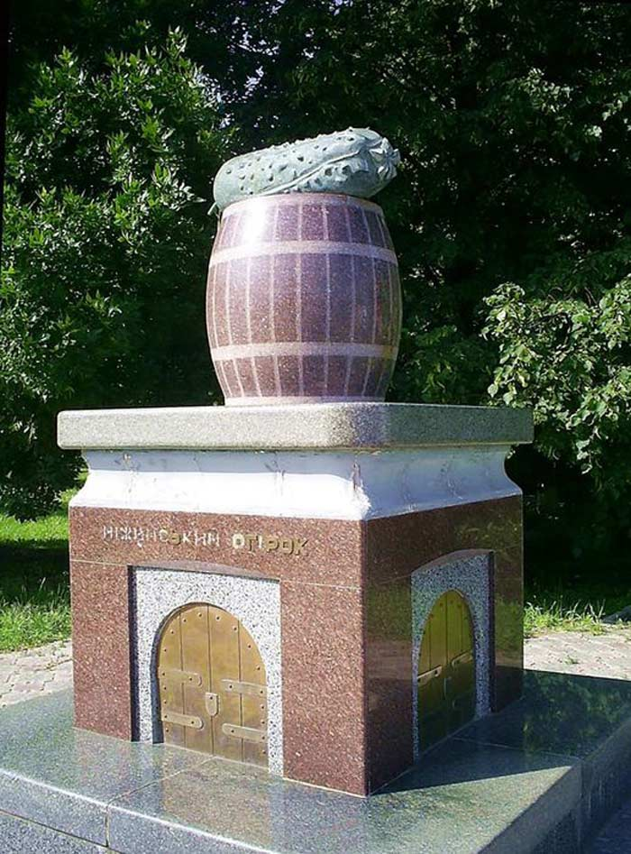Памятник огурцу, Нежин