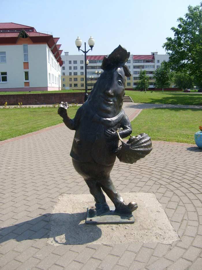 Памятник огурцу, Шклов
