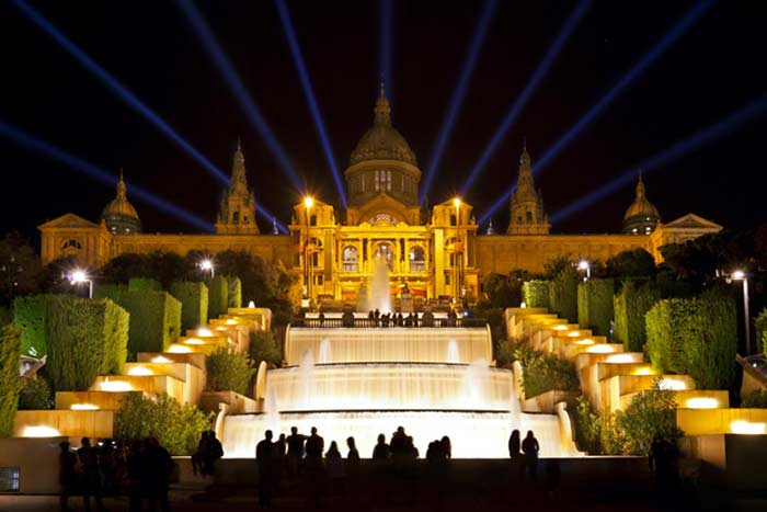 Поющие фонтаны в  Барселоне (Испания)