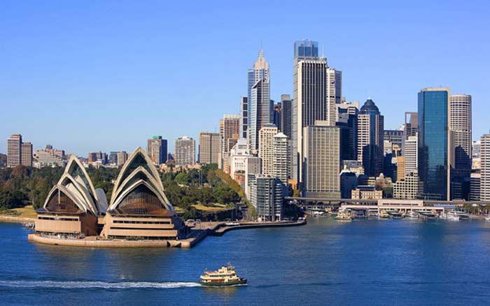 Сидней (Австралия) – 12144 кв. км