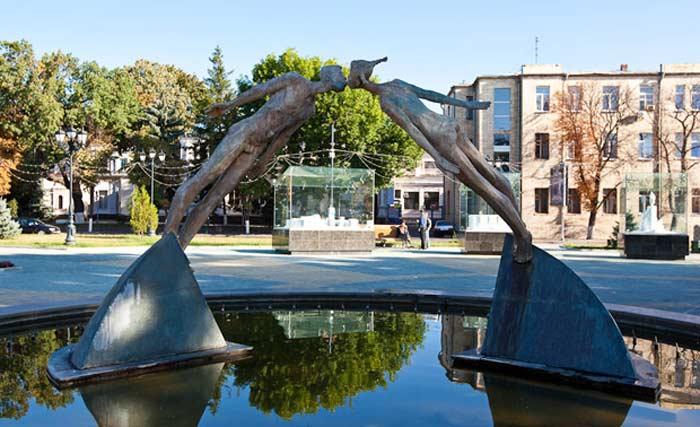 Памятник влюбленным (площадь Архитекторов)