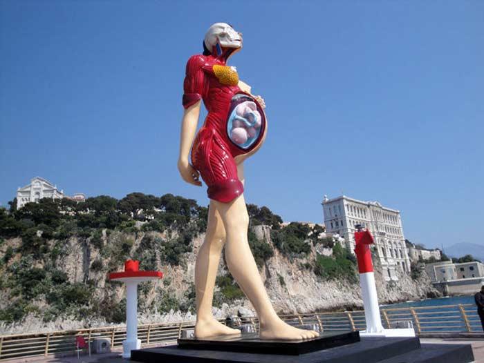 «Беременная женщина, встречающая корабли» в Монако