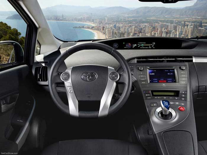 Топ 10 популярных электромобилей. Toyota Prius Plug-in Hybrid