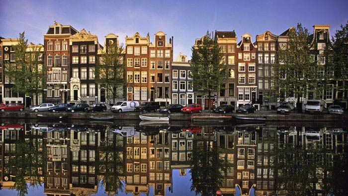 Амстердам (ИСЖ - 129)