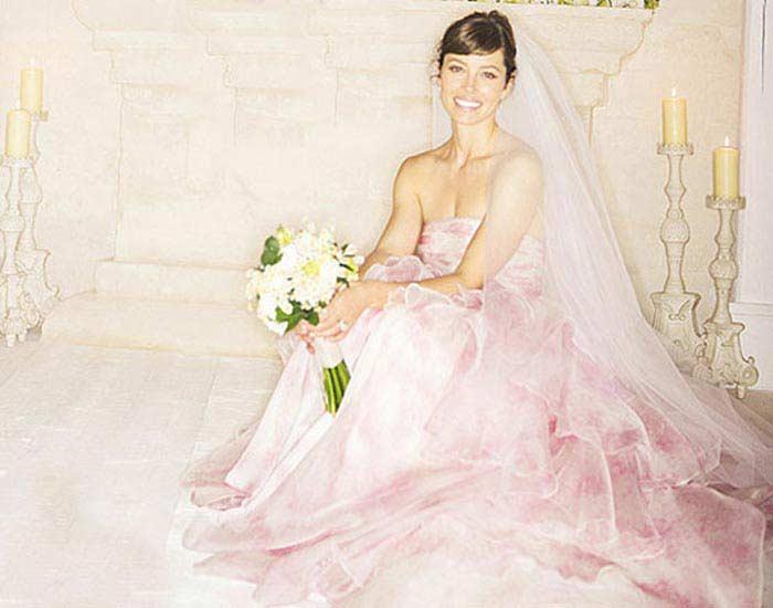 Свадебное платье от Джамбатиста Балли, более $100000 (Джессика Бил)