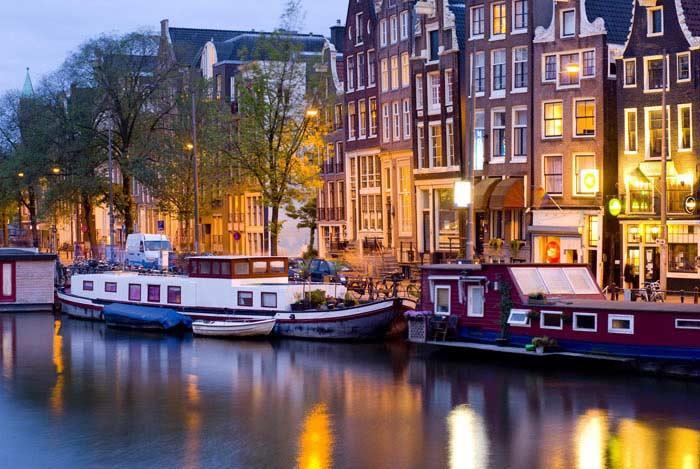 Амстердам город и река Амстел (Нидерланды)