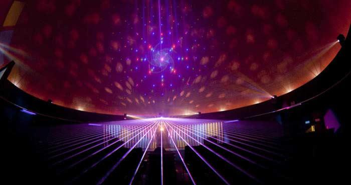 Крупнейшее лазерное шоу в закрытом помещении