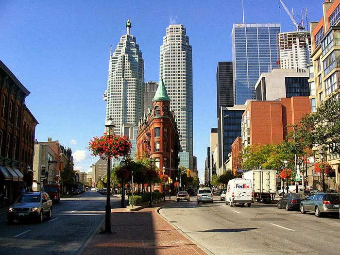 Торонто — центр английской культуры