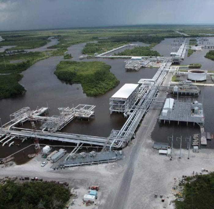 Нефтехранилище в Нефтяном порту Луизианы (США)