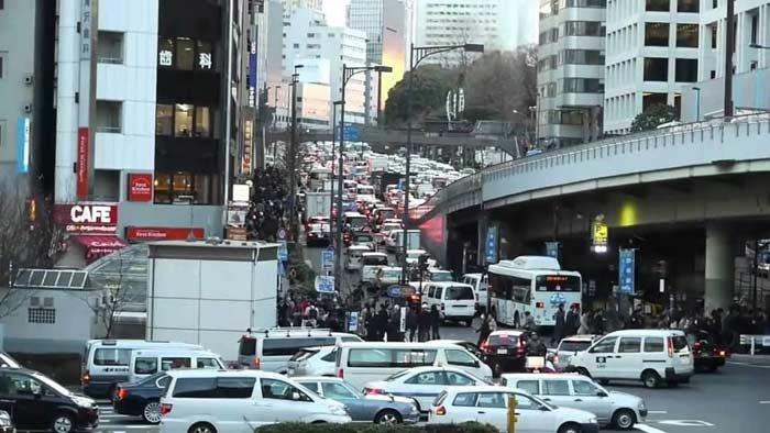 Пригородные дороги Токио, автомобильная пробка