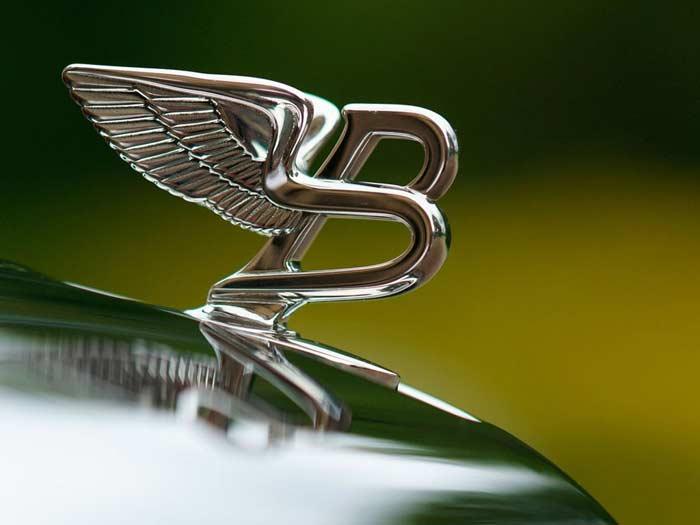 Эмблема на капоте Bentley