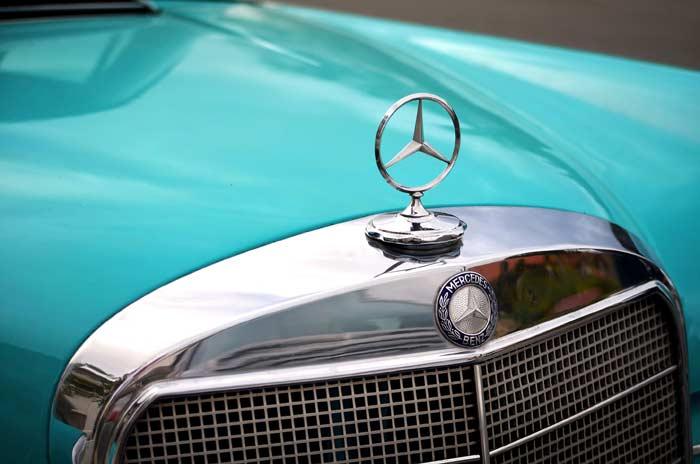 Эмблема на капоте Трёхлучевая звезда Mercedes-Benz