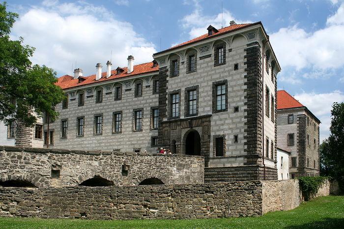 Замок Нелагозевес