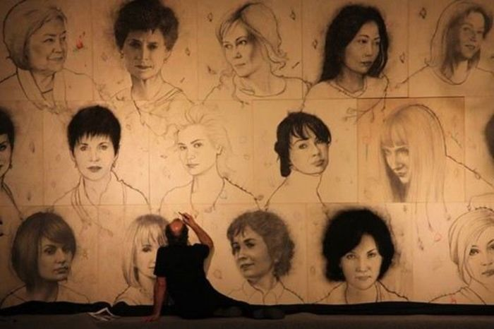 48 женщин